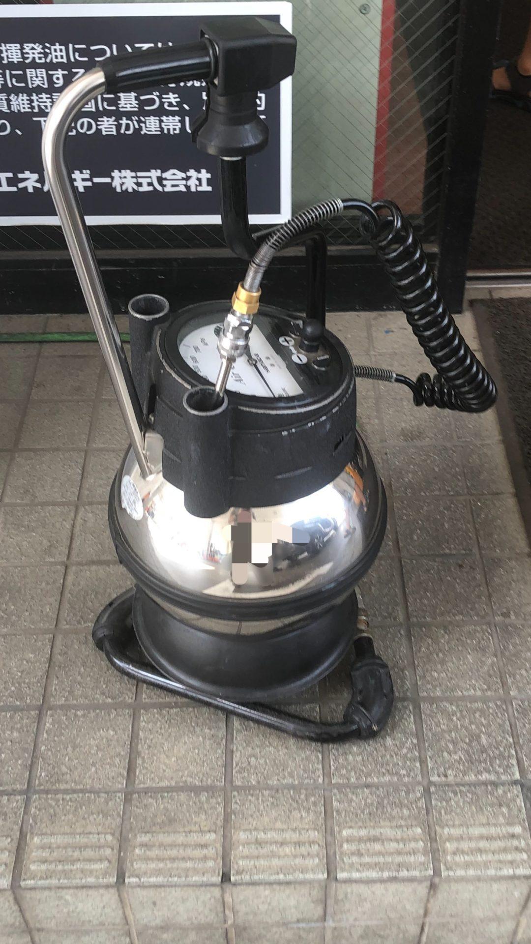 空気圧を入れる機械